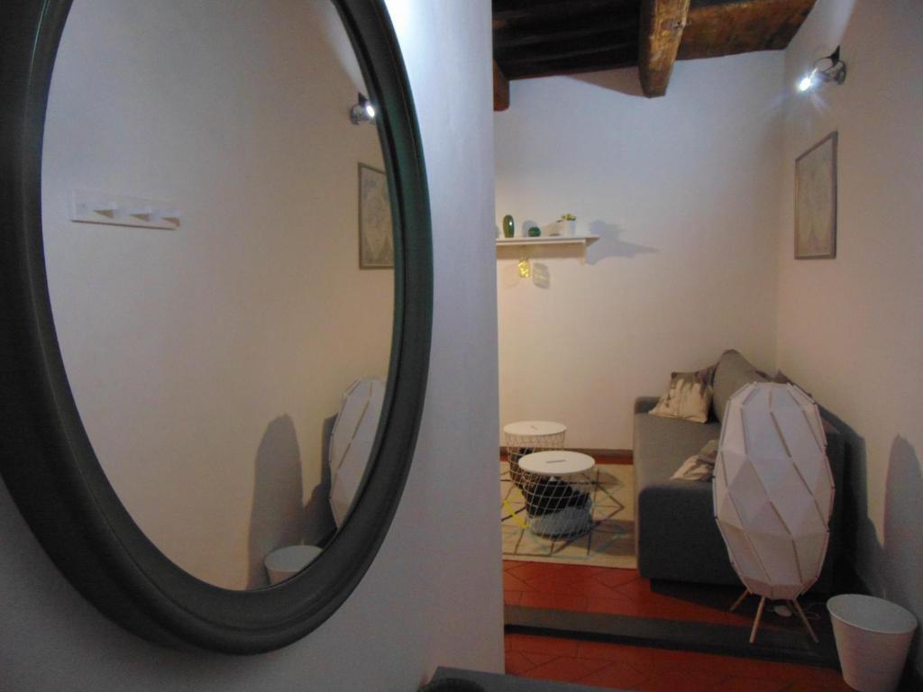 Een zitgedeelte bij Gessi Charming Apartment