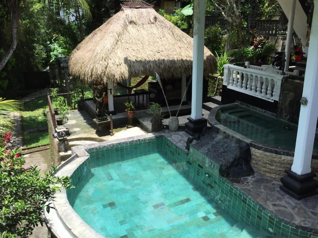 The swimming pool at or near B&B Home Stay Griya Jungutan
