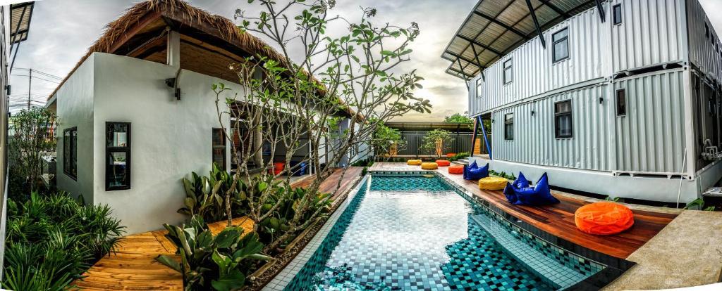 Swimmingpoolen hos eller tæt på Samui Us hostel