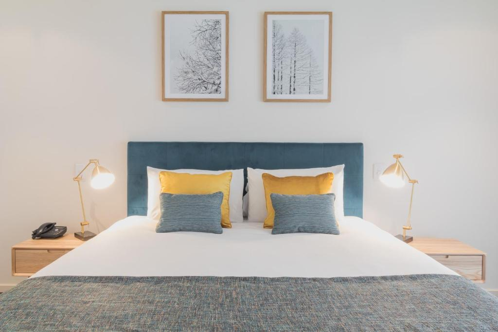 A bed or beds in a room at Manna by Haus