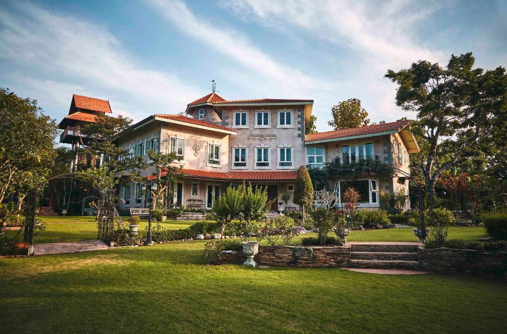 heritage house deals