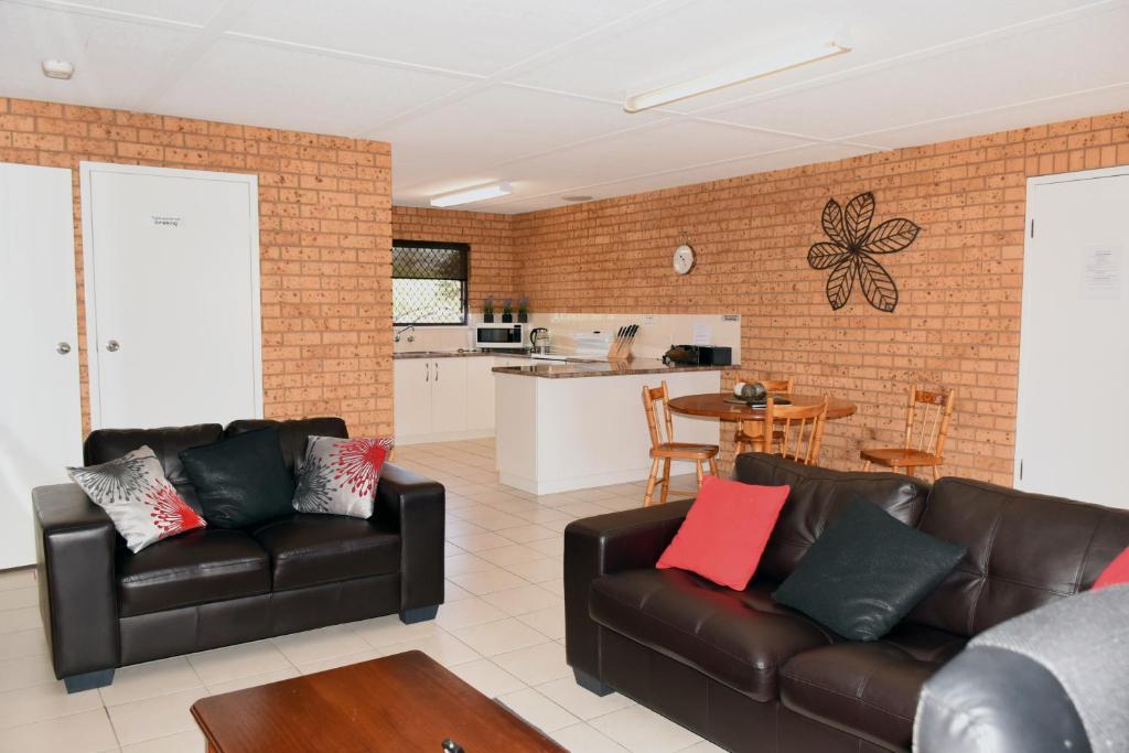 Awe Inspiring Salmon Apartment Wagga Wagga Australia Booking Com Machost Co Dining Chair Design Ideas Machostcouk