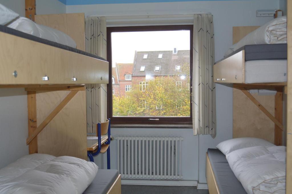 A bunk bed or bunk beds in a room at U3z Randers vandrerhjem