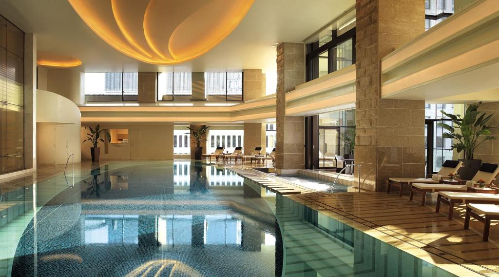 The swimming pool at or close to The Peninsula Tokyo