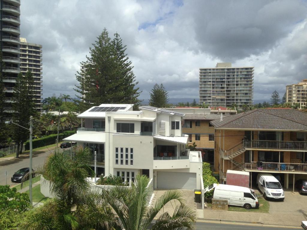 Villa Garfield Surfers Paradise Gold Coast Australia