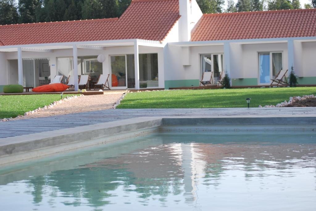 The swimming pool at or close to Casas da Lupa