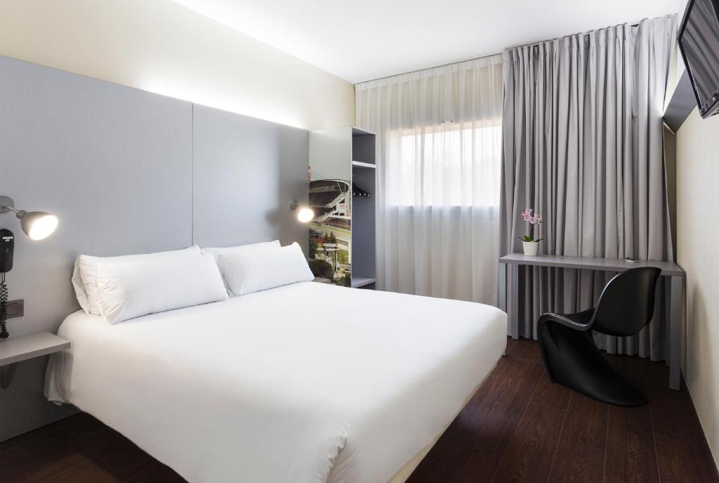 A bed or beds in a room at B&B Hotel Barcelona Granollers