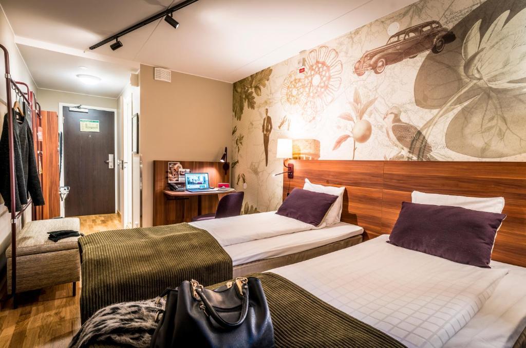 A bed or beds in a room at Scandic Skärholmen