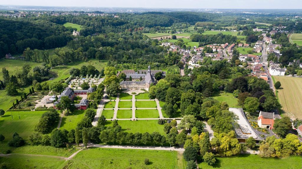 Een luchtfoto van Château St. Gerlach