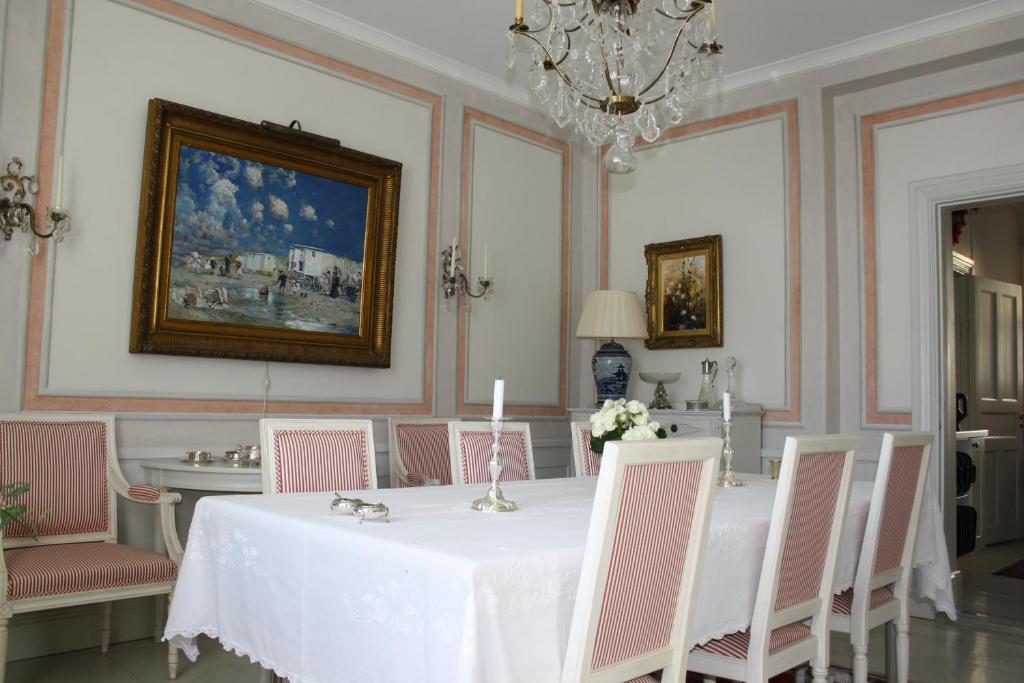 Restoran atau tempat makan lain di Östa Gård Bed & Breakfast