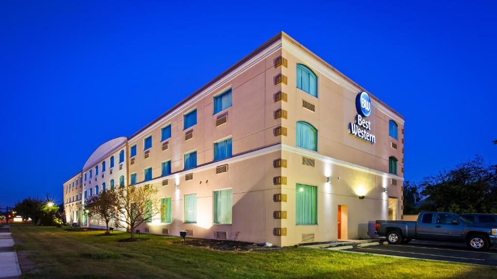Best Western Airport Inn & Suites Cleveland.