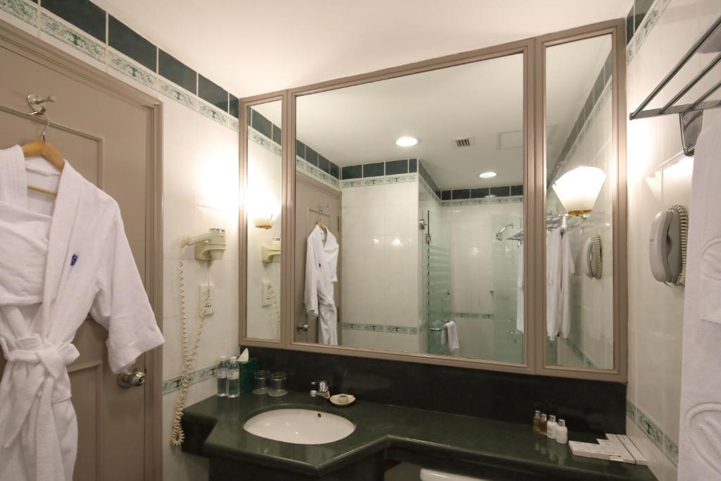Phòng Premier 2 Giường Đơn Nhìn Ra Thành Phố Hollywood Với Quyền Sử Dụng CLB