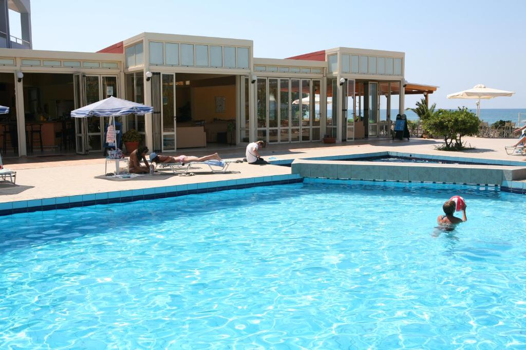 The swimming pool at or close to Hotel Kathrin Beach
