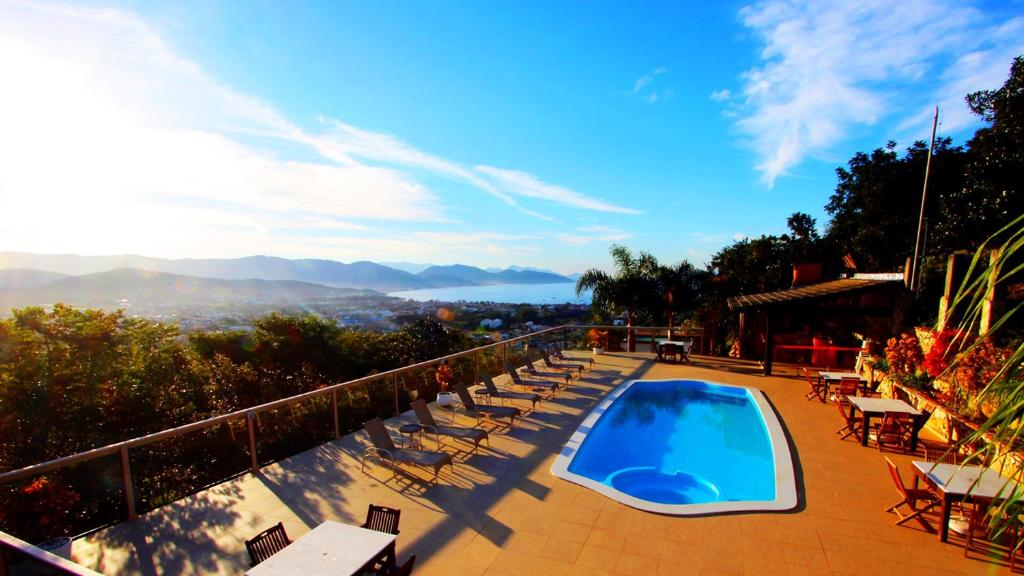 A piscina localizada em Silveira Ecovillage ou nos arredores