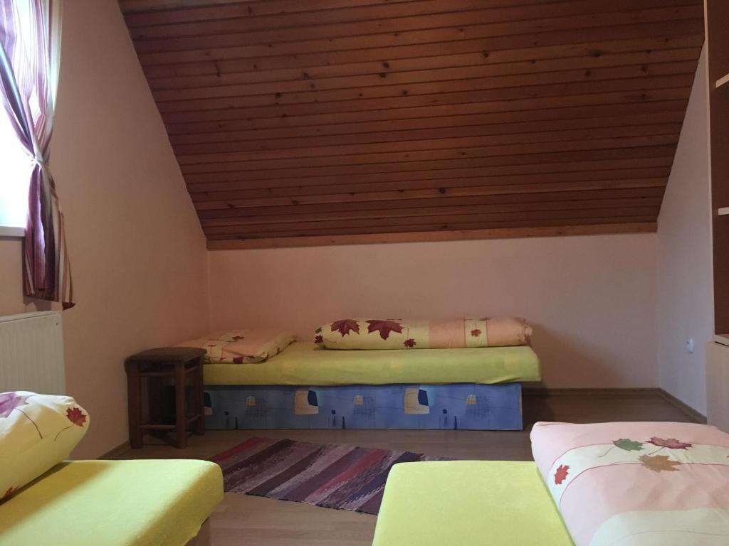 Posteľ alebo postele v izbe v ubytovaní Apartmany Cierny Balog