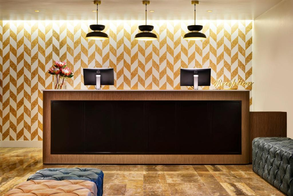 The lobby or reception area at Linea Uno Hotel & Residence Milano by Gruppo UNA