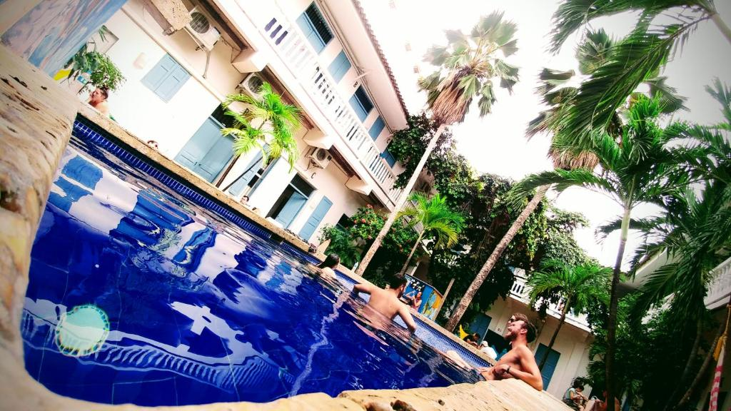 The swimming pool at or close to Media Luna Hostel Cartagena