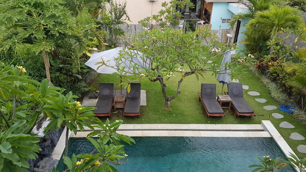 A view of the pool at Koming Guest House or nearby