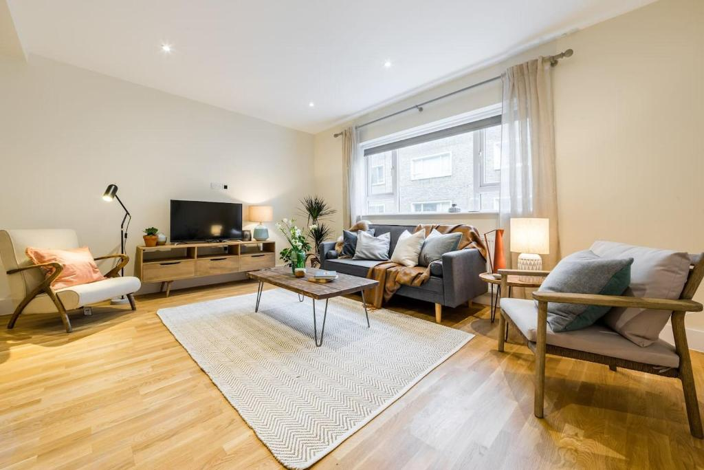 (6) Lovely 3bed/2/5 bath 3min from South Ken Tube休息區