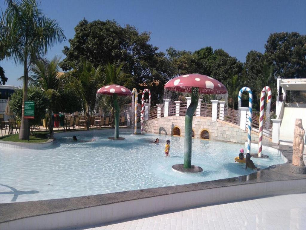 The swimming pool at or near Apartamento Diroma Lacqua 3