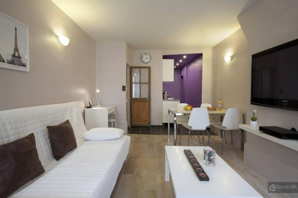 Uma área de estar em Le Marais Apartments