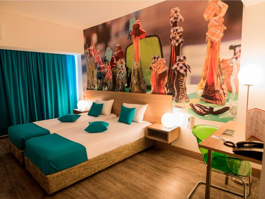 A bed or beds in a room at ibis Styles Skopje