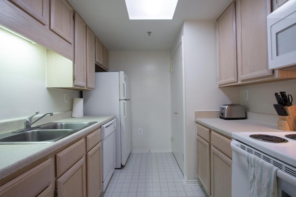 Strange Apartment Luxury 2 Bedroom By Metro Arlington Va Booking Com Download Free Architecture Designs Ferenbritishbridgeorg