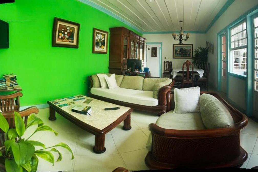 Uma área de estar em Hostel Recanto Azul