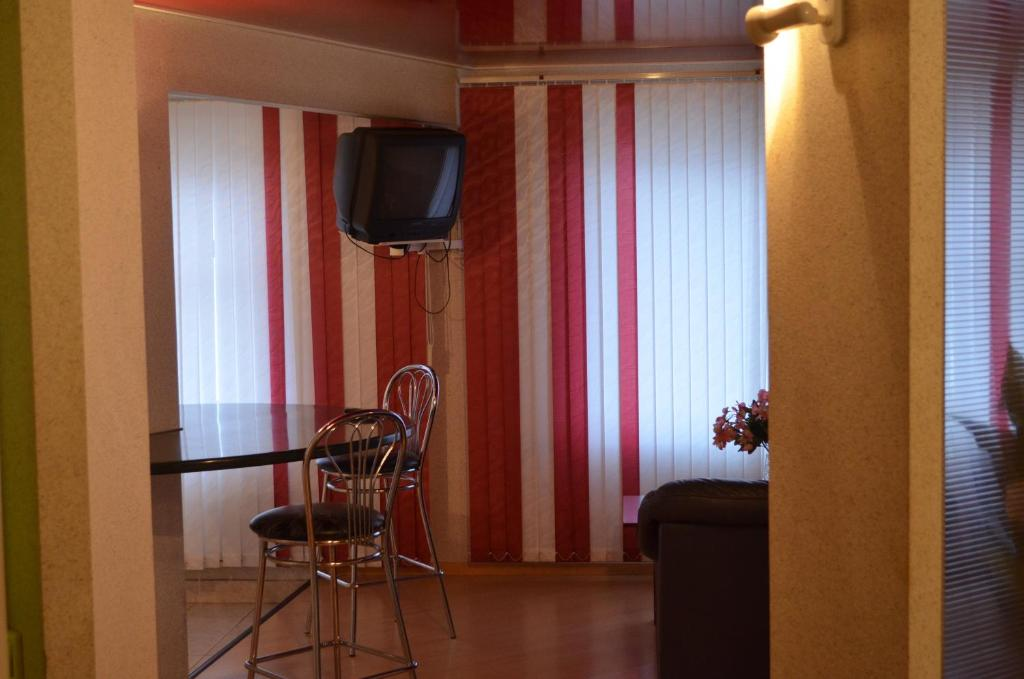 A television and/or entertainment center at Hostel Vizit
