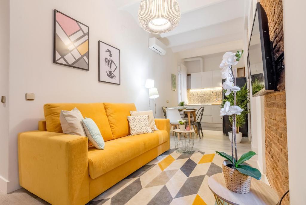 Pleasant Santa Ana Apartamento Madrid Spain Booking Com Ncnpc Chair Design For Home Ncnpcorg