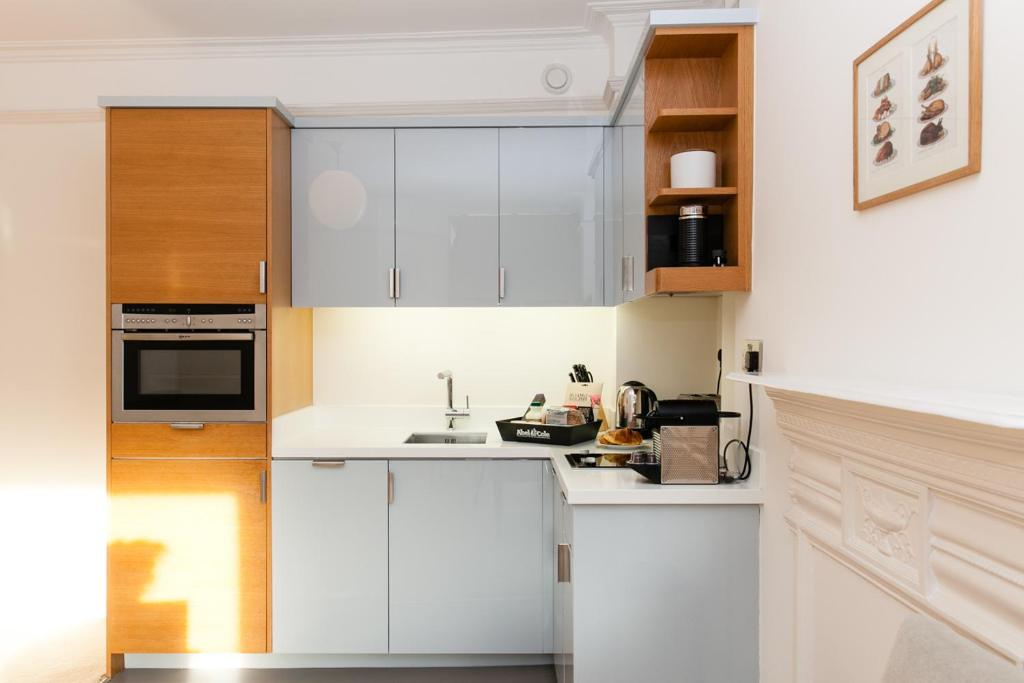 A kitchen or kitchenette at Blueprint Living Apartments - Doughty Street