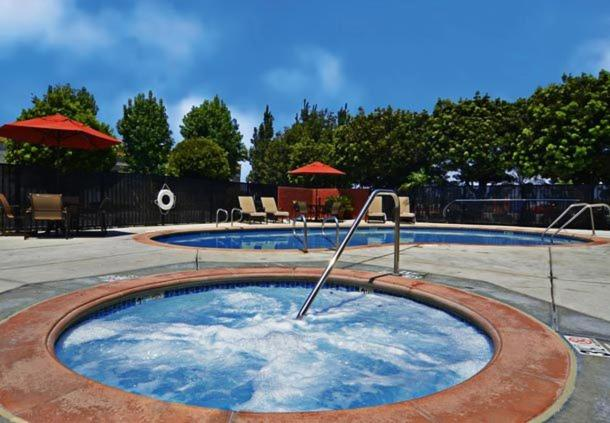 The swimming pool at or close to Fairfield Inn & Suites Anaheim Buena Park/Disney North