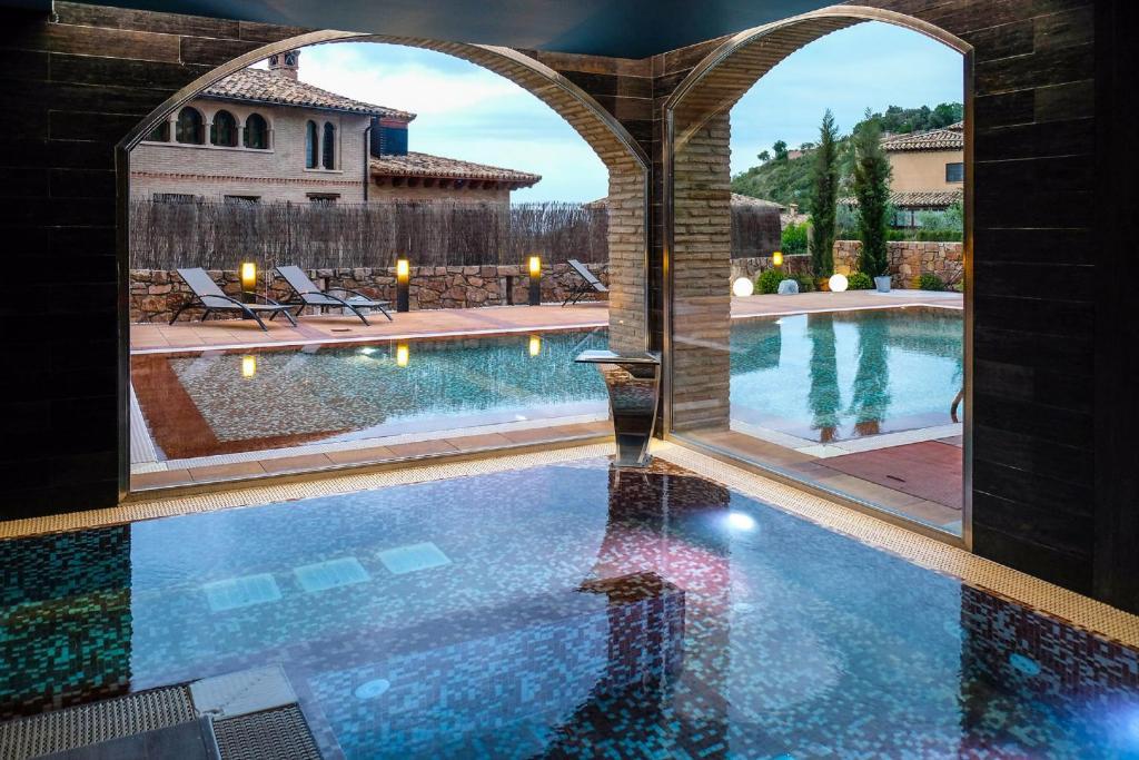 The swimming pool at or close to Hotel Villa de Alquézar