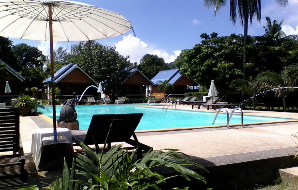 蘭塔陽光酒店游泳池或附近泳池
