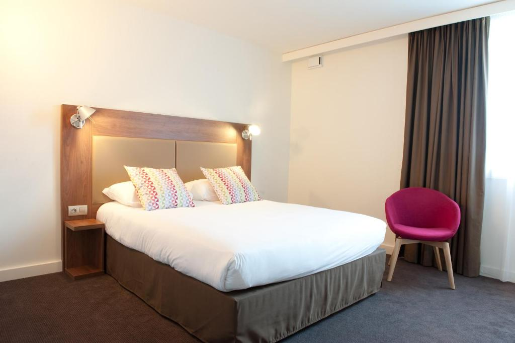 A bed or beds in a room at Campanile Limoges Centre - Gare