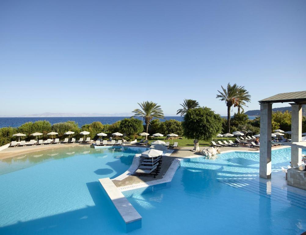 בריכת השחייה שנמצאת ב-Rhodes Bay Hotel & Spa או באזור