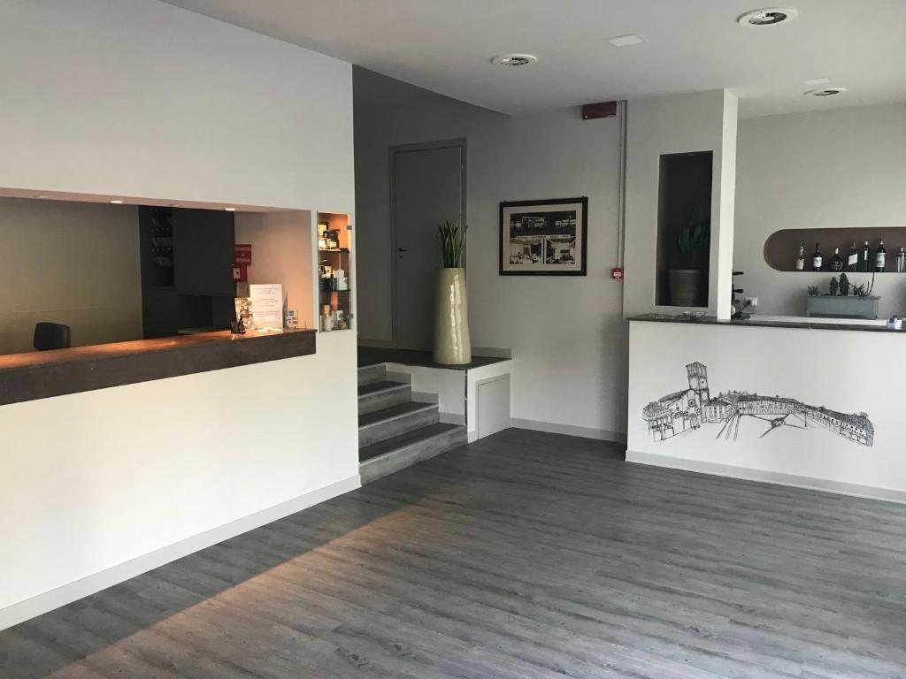 Lobby/Rezeption in der Unterkunft Albergo Anelli