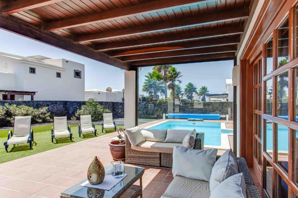 Hipoclub Villas, Zafiro 14, Playa Blanca, Spain - Booking.com