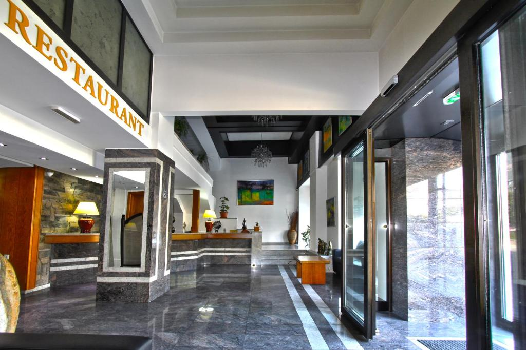 The lobby or reception area at Hotel Lirak