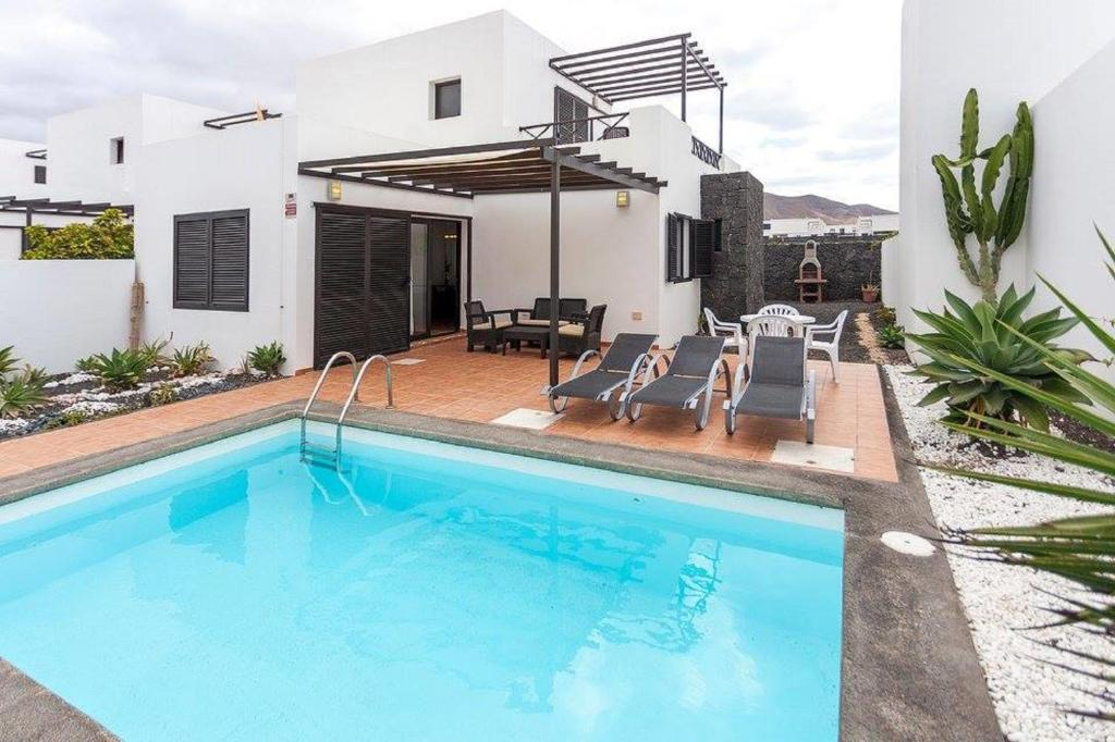 Villa Pedraza, Playa Blanca, Spain - Booking.com