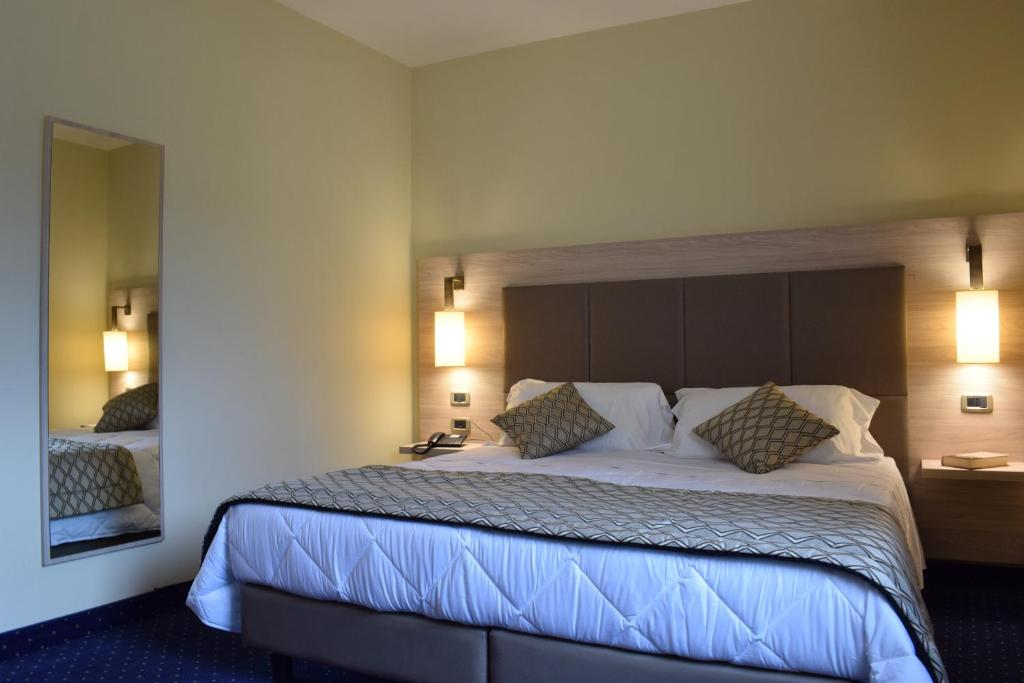 A bed or beds in a room at Roma Domus Hotel