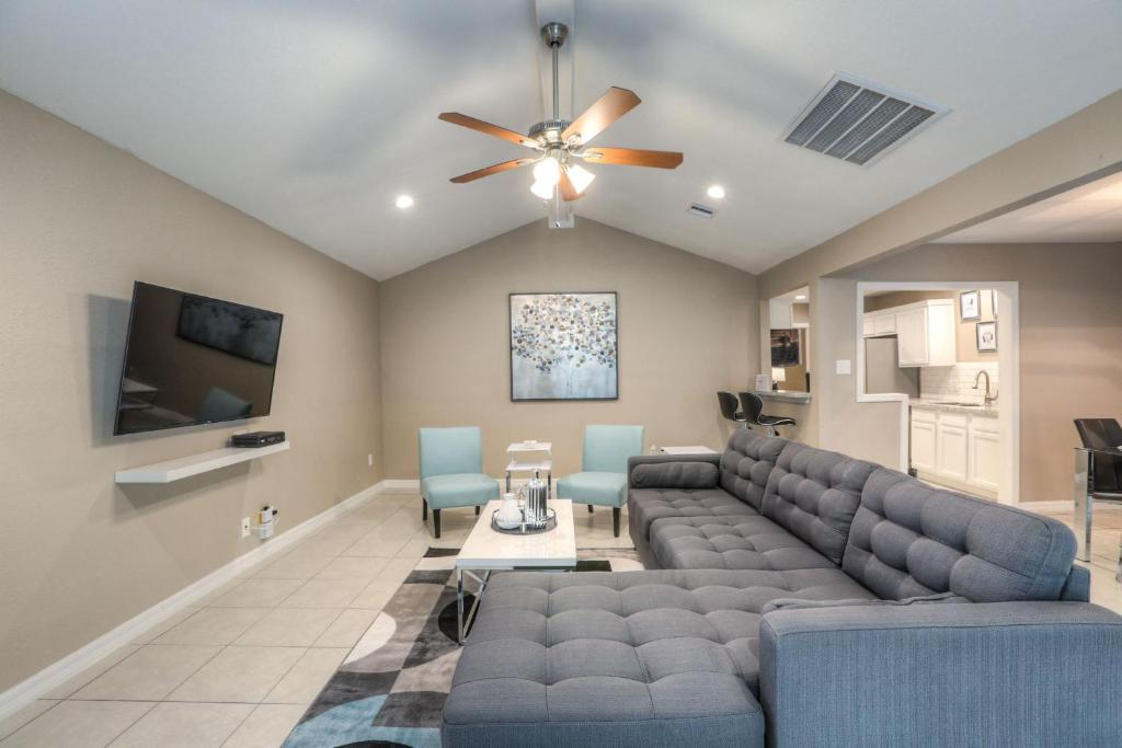 Vacation Home The Modern Castle Houston Tx Booking