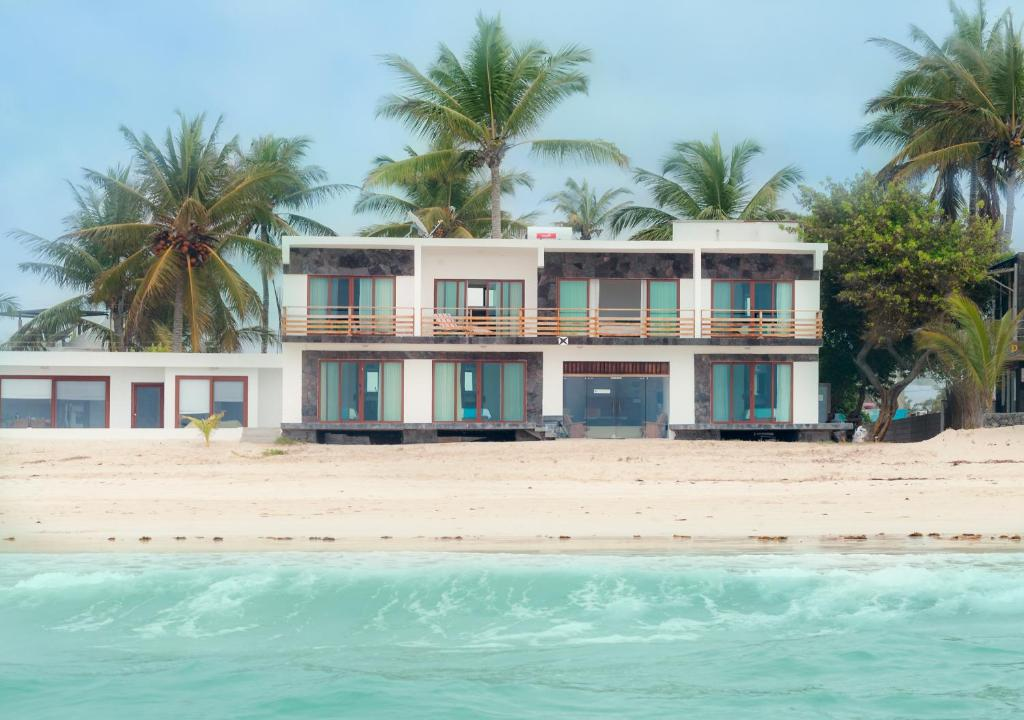 Cormorant Beach House Puerto Villamil