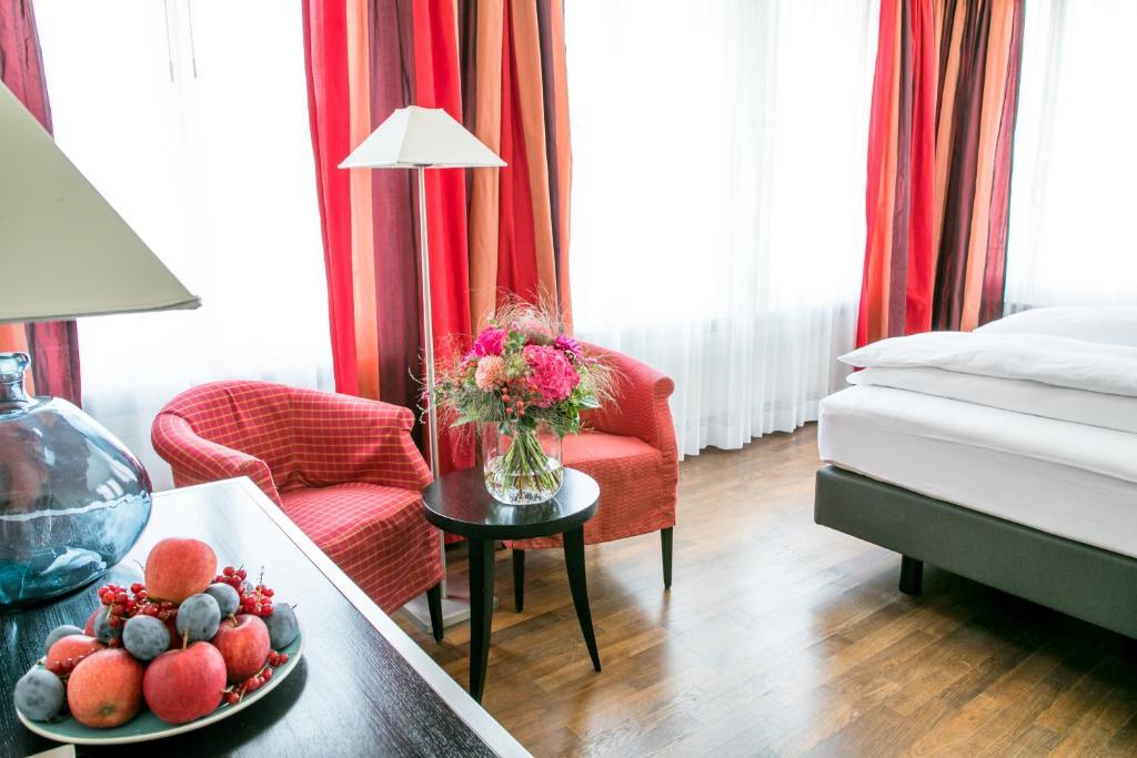 Ein Sitzbereich in der Unterkunft Hotel Metropol