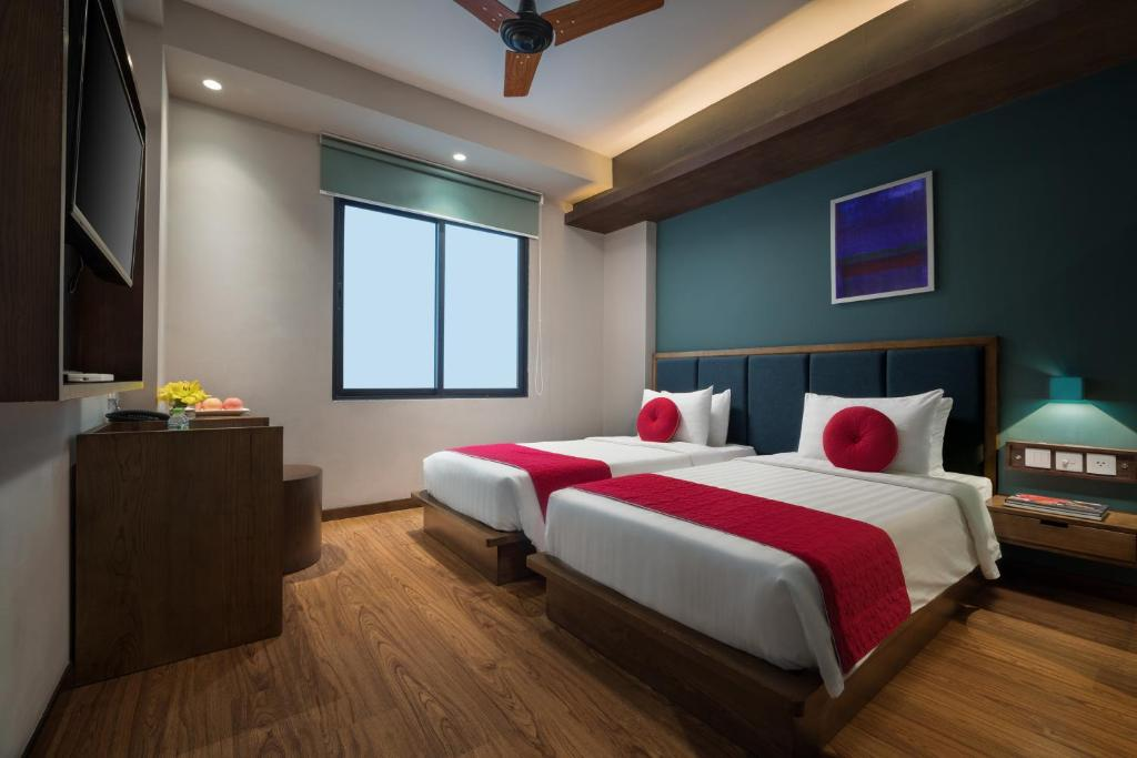 Suite Junior Giường Đôi/2 Giường Đơn Với Cửa Sổ