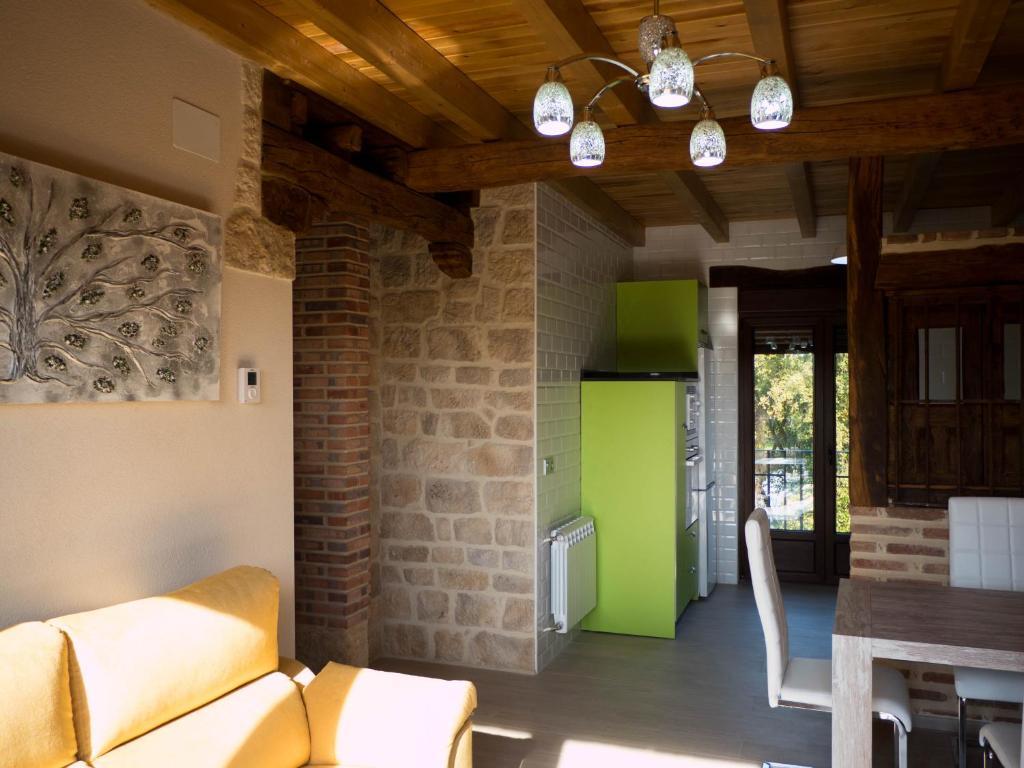 Apartamentos La Fabrica, Villaluenga de la Vega – Precios ...