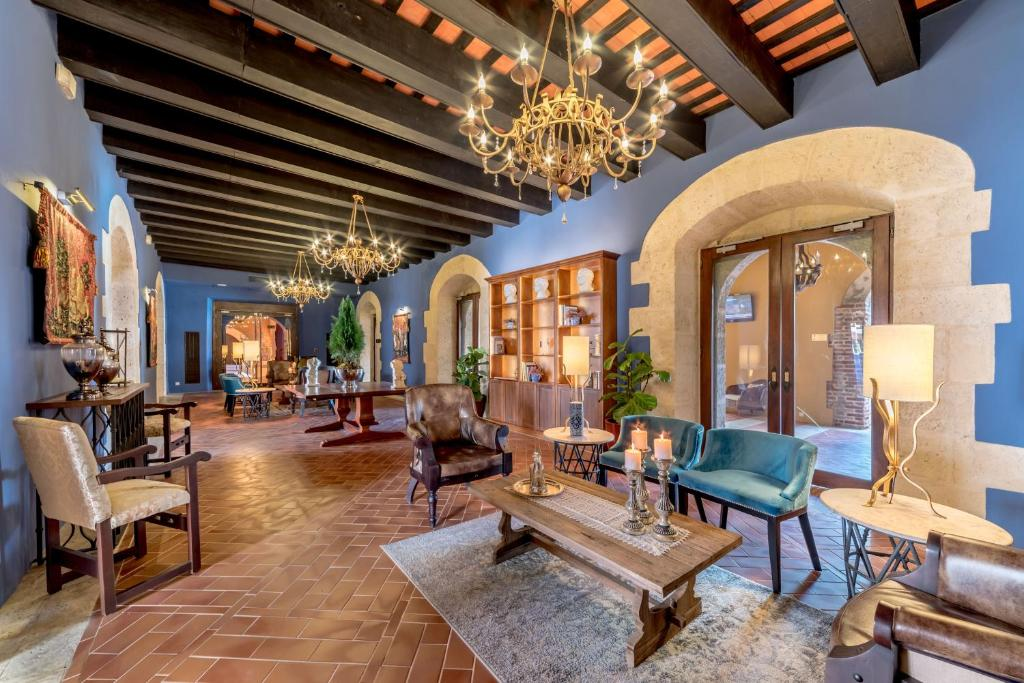 The lobby or reception area at Hodelpa Nicolás de Ovando