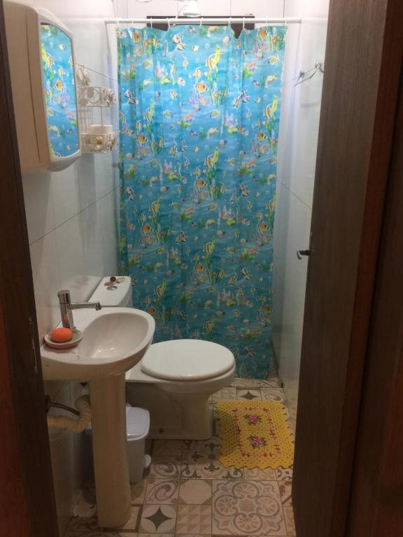 Um banheiro em Chácara Villa Casarão