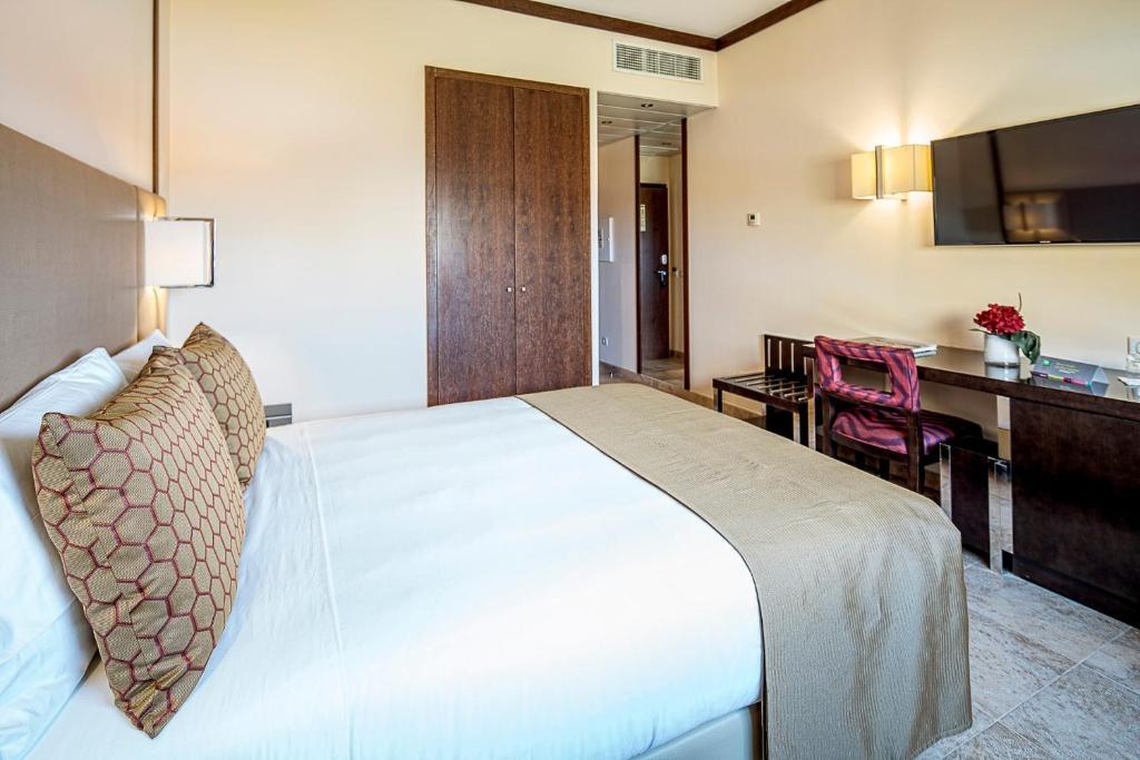 En eller flere senge i et værelse på Iu Hotel Lubango
