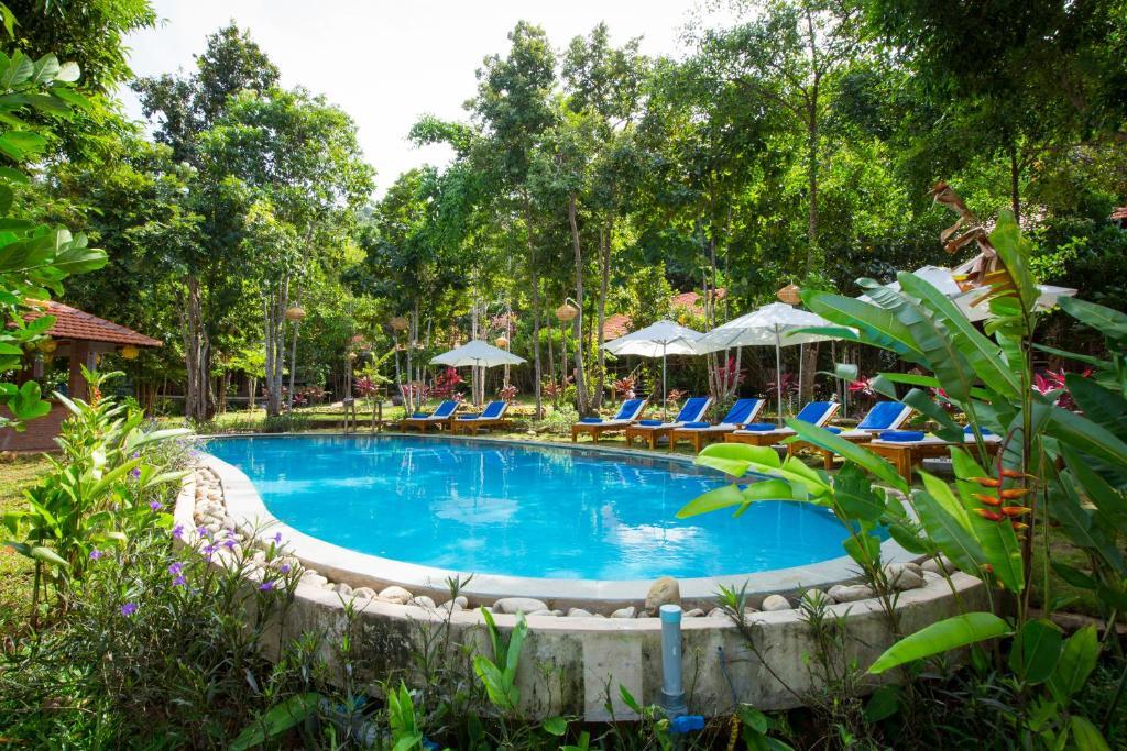 Hồ bơi trong/gần Phu Quoc Valley Resort
